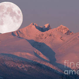 Stanza Widen - Solstice Sunrise Alpenglow Full Moon Setting