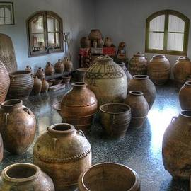 Jane Linders - Spanish Pottery Shop