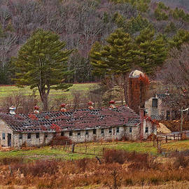 Steve Pfaffle - Spring Manor Farm Ruins