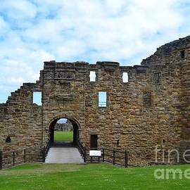 Miryam  UrZa - St Andrews castle
