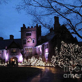 Joan  Minchak - Stan Hywet Hall and Gardens Christmas