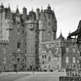 RicardMN Photography - Statue observing Glamis Castle Scotland