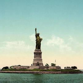 Blue Monocle - Statue of Liberty - New York City - Vintage Photo from circa 1905