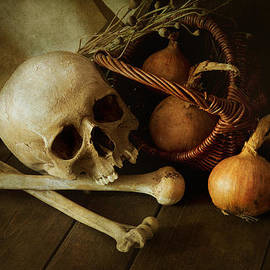 Jaroslaw Blaminsky - Still life with bones and onions