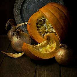 Jaroslaw Blaminsky - Still life with pumpkin
