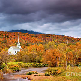 Brian Jannsen - Stowe Church in Autumn