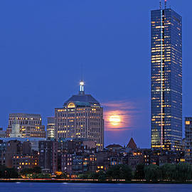 Juergen Roth - Strawberry Supermoon over Boston Skyline