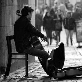 Jolly Van der Velden - Street musician