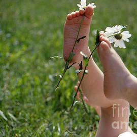 Randi Grace Nilsberg - Summer Feet