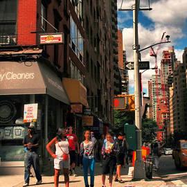 Miriam Danar - Summer on the Street