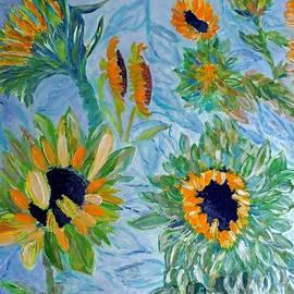 Vicky Tarcau - Sunflower Cycle of Life 1