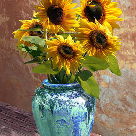 IM Spadecaller - Sunflowers in Blue-Green Vase