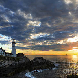 Diane Diederich - Sunrise at Portland Head Light
