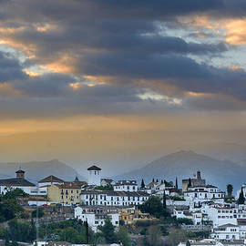 Guido Montanes Castillo - Sunrise over Granada and The Alhambra Palace