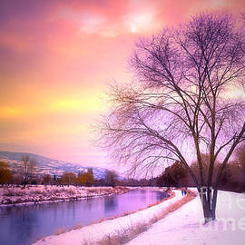 Tara Turner - Sunset along the River Channel