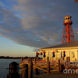 Linda De La Rosa - Sunset at lighthouse in Florida