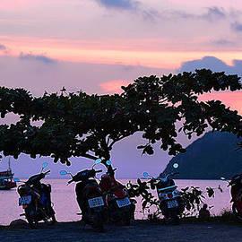 Irina Effa - Sunset in Thai