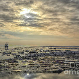 Patricia Hofmeester - Sunset on a wadden sea with ice