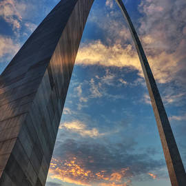 Lance Vaughn - Sunset Under the Gateway Arch 001