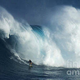 Bob Christopher - Surfing Jaws Surfing Giants