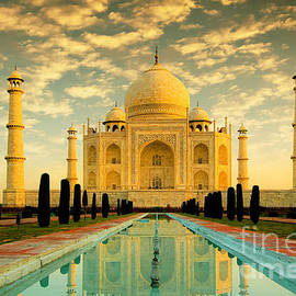 Isabel Poulin - Taj Mahal at sunrise