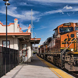 Priscilla Burgers - Taking the Train at the Kingman Station