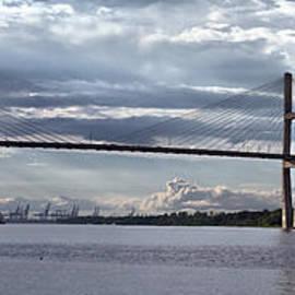 Farol Tomson - Talmadge Memorial Bridge