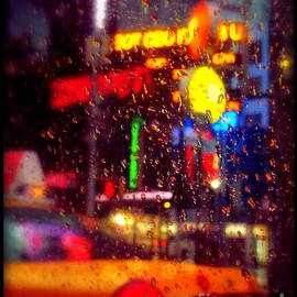 Miriam Danar - Taxi in the Rain - The Lights of New York