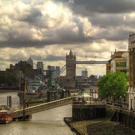 Vlad Baciu - Thames panorama with Tower Bridge and London Bridge Hospital