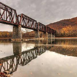Lisa Hurylovich - The Coxton Bridge
