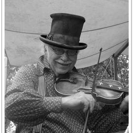 Sara  Raber - The Fiddler