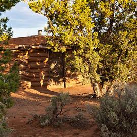 Bob and Nadine Johnston - The Hogan Canyon DeChelly Park