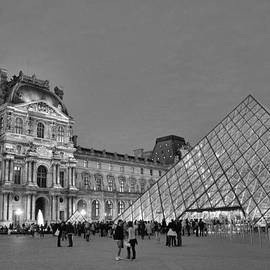 Allen Beatty - The Louvre Black and White