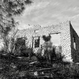 Glenn McCarthy - The Old Stone House Of Valyermo