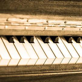 Eti Reid - The piano