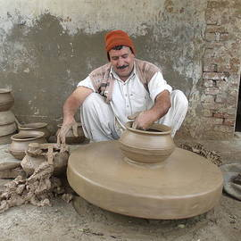 Bobby Dar - The Potter
