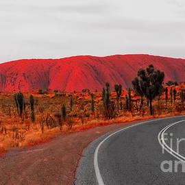 Tim Richards - The Road to Uluru