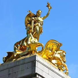 Lorna Maza - The Statue