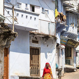 Didier Marti - The woman of Udaipur in Rajasthan