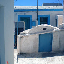 Colette V Hera  Guggenheim  - Thirasia Santorini Island Hause