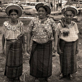 RicardMN Photography - Three women in Atitlan