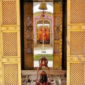 Kim Bemis - Through the Temple Doors India