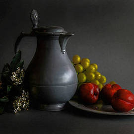 Hugo Bussen - Tin can and red prunes