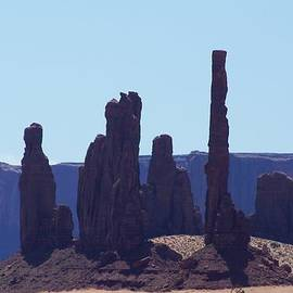 Dany  Lison - Totem Pole in Monument Valley