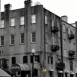 Laurie Pike - Touring Savannah