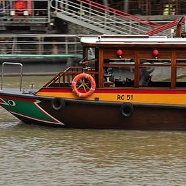 Imran Ahmed - Tourist ferry bumboat vessel cruising Singapore River