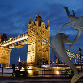 Andy Beattie Photography - Tower Bridge the dolphin and the girl
