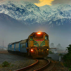 Amanda Stadther - Train in New Zealand