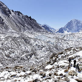 Robert Preston - Trekkers en route to Everest Base Camp in the Everest Region of Nepal