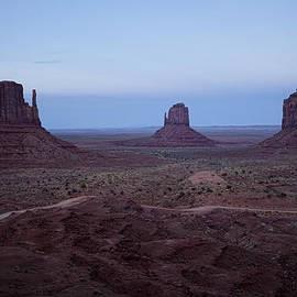 Lucinda Walter - Twilight At Monument Valley